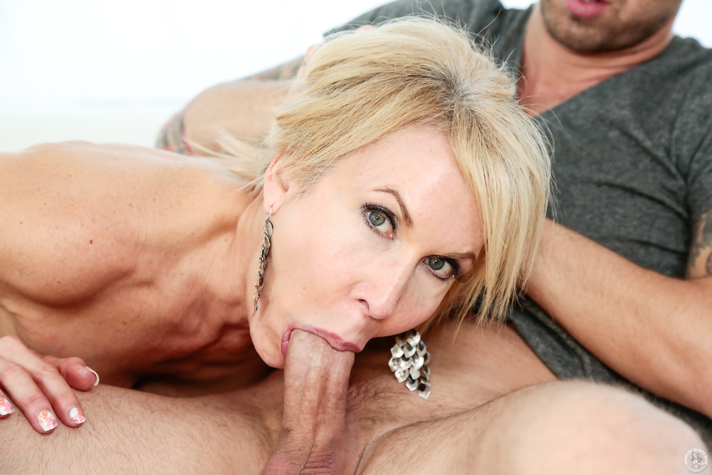 Free Blonde Milf Double Blowjob Porn Videos -