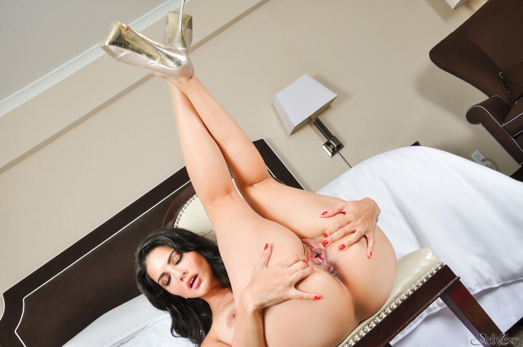 Sunny Leone Sex In Bedroom