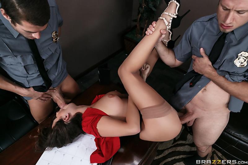 порно рассказ обыск девушки