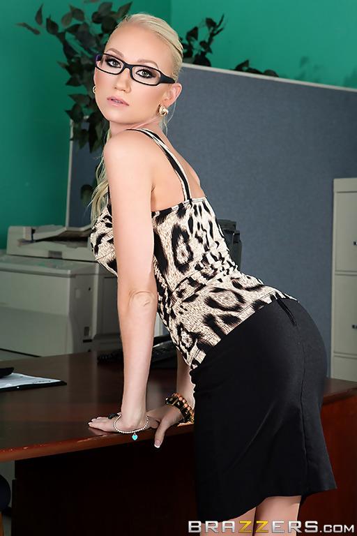 Sekretär Madison Fox denkt, dass wäre toll, Sie zu ficken boss