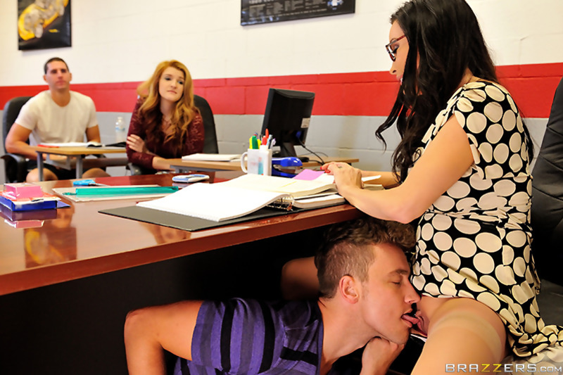 Фото кунилингус в офисе