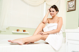 Splendid Allie Haze takes a hot bath with loads of bubbles