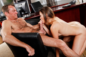 Randy Spears has his big dick pleased by superb Allie Haze