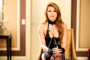 Charmane Star reveals her body in a splendid latex outfit