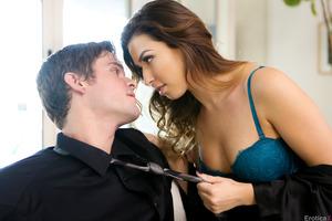 Brunette pornstar demonstrates everything she has got