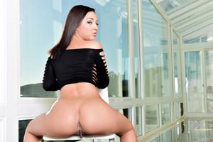 Splendid Amara Romani undresses her hot outfit in close up