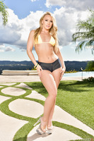 Outdoor posing session features gorgeous Aj Applegate