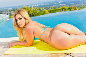 Outdoor posing scene features gorgeous Kelsi Monroe