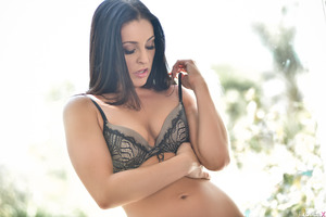 Great pornstar Gracie Glam posing in her awesome underwear