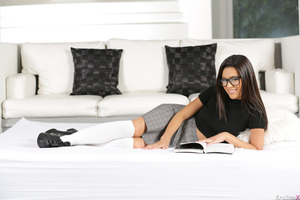 Solo beauty Josie Jagger undresses her skirt in glasses
