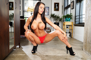 Busty babe Peta Jensen pleasing Will Powers with a blowjob