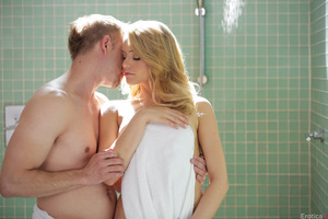 Hot fuck in the bathroom features Bill Bailey and Mia Malkova