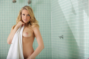 Mia Malkova in a solo posing session while in shower