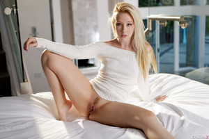 Samantha Rone takes part in a fascinating posing session