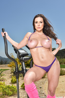Great photo shoot with Kendra Lust working out outdoor