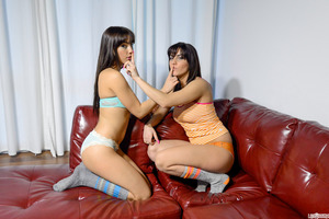 Shana Lane being pleased by her girlfriend Roxy Lane