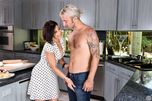 Short-haired MILF Ryder Skye being pleased by Chad Alva