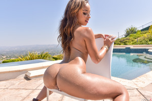 Wonderful Manuel Teanna Trump showing off her trimmed pussy
