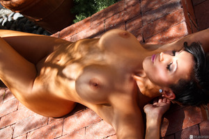 Tanned beauty Dylan Ryder showing her natural titties