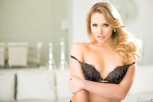 Solo posing session from fabulous blonde Mia Malkova