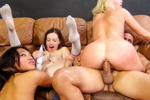 Allie James, Jayden Lee, Natalie Moore tener sexo en grupo