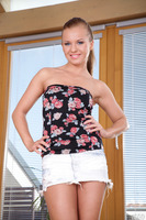 Double penetration features a marvelous teen Bella Baby