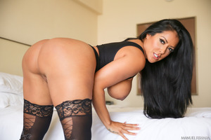 Ebony pornstar Kiara Mia showing her huge boobies