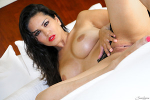 Astonishing girl with nice forms Sunny Leone posing