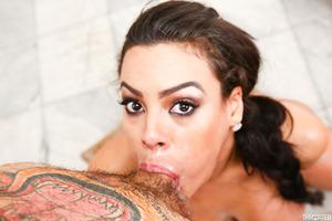 Busty slut Luna Star does blowjob and shows huge titties