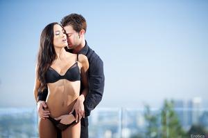 Seth Gamble pleases his wonderful girlfriend Chloe Amour