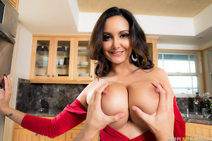 Ava Addams is a stacked mommy with a very special holiday tradition: every year her daughter brings home a new boyfriend to meet her parents, and every year Ava fucks his brains out. This year it's Tyler's turn. He tries to resist his girlfriend's mom's g