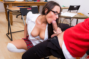 Bruce isn't dumb, he just needs the right motivation to learn. Lucky for him his nerdy classmate Mea Melone is more than willing to help him. For every right answer he gets she flashes him more and more of her sexy body. Bruce gets so many answers correct