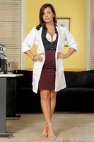 After being advised by Dr. Brookes to offer sex to her disgruntled patients, Dr. Grey is immediately busted by head doctor Bailey for trying (and failing) to seduce a patient. Facing disciplinary action, Dr. Grey tries to explain herself to Dr. Bailey, wh