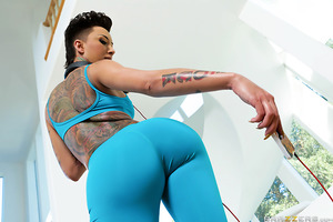 Bella Bellz and her big bouncy booty and back and on the prowl for big cocks, jogging around town in the tightest bottoms she can find to show off her incredible curves. After seeing some truly impressive dick picks of our man Keiran Lee, Bella steals his