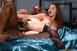 Dani Daniels married her husband for two reasons: money and kinky sex. She loves being handcuffed to the bed almost as much as she loves her husband's money. So when the feds bust her beloved for insider trading, she gets righteously pissed off. Agent Pri