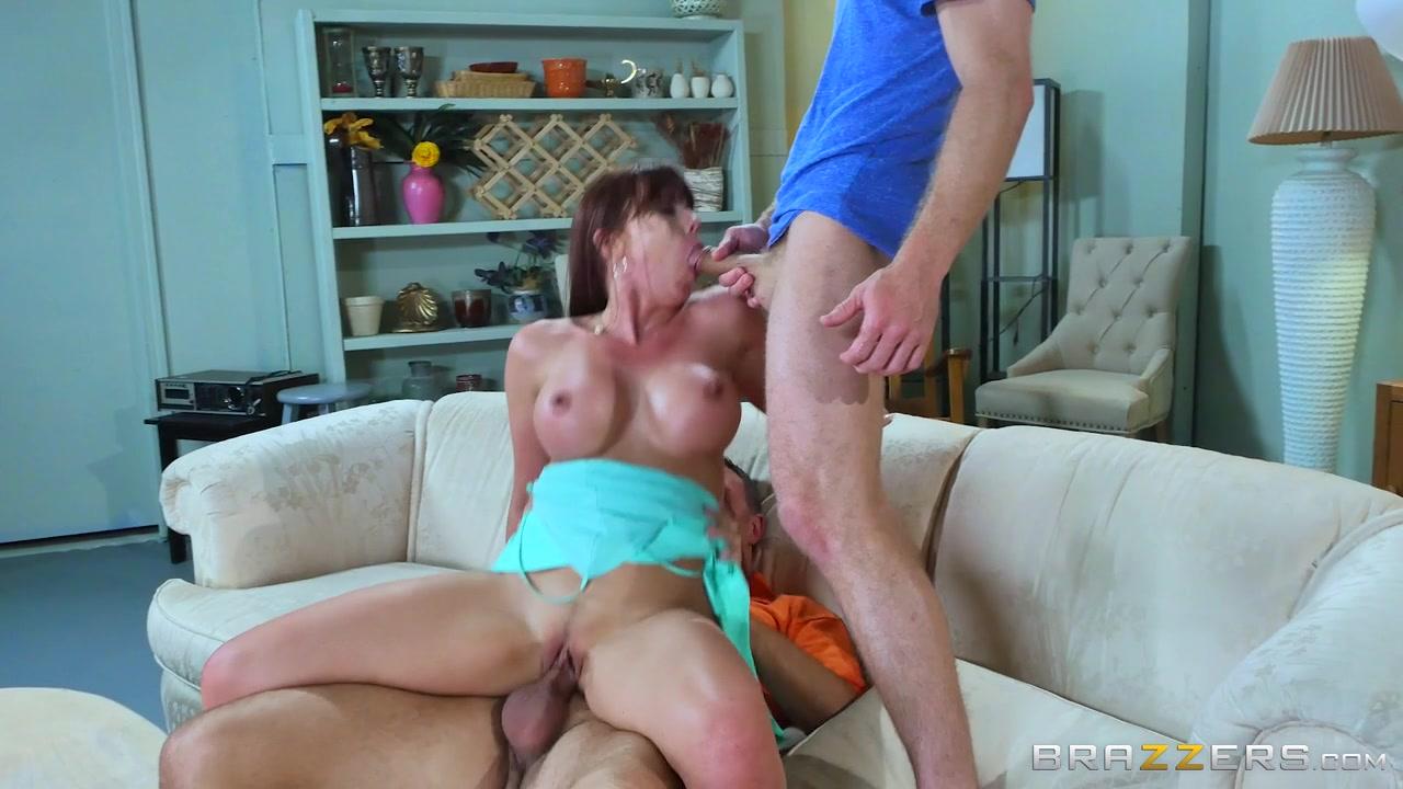 Lisa Ann hat einen echten Orgasmus