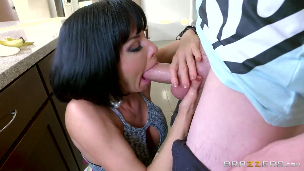 Short-haired Mommy Veronica Avluv Nailed By A Skinny Guy