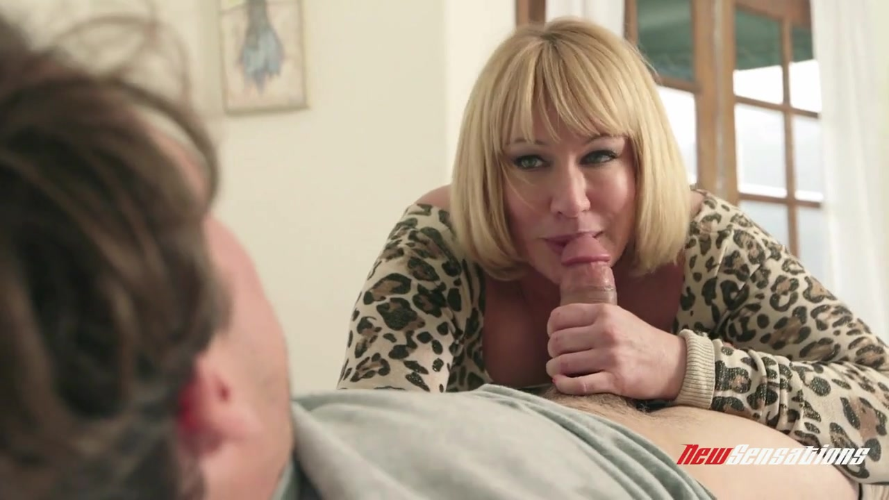 Mellanie monroe sucking milf